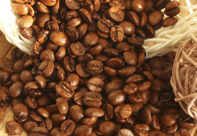 Капучино Любите кофейные эксперименты и хотели бы, наконец, попробовать на вкус истинный капучино? Представленный кофейный сорт расскажет всю историю популярного напитка и позволит в полной мере насладиться его насыщенным, бархатистым вкусом, сливочно-ванильными нотками и запоминающимся ароматом. Совместить приятное с полезным – остановив свой выбор на данном виде кофейного сорта, это будет сделать как никогда легко!
